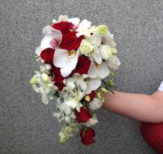 Купить каскаднй свадебный букет 002 с доставкой в Могилеве