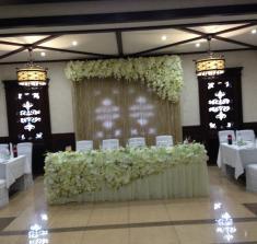 Оформление свадебного банкета цветами в Могилеве